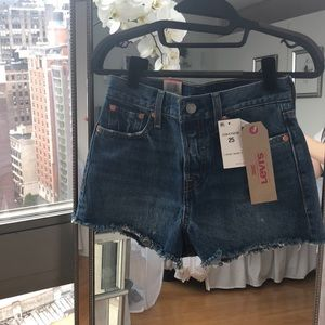 Levi's wedgie fit Jean shorts size 25